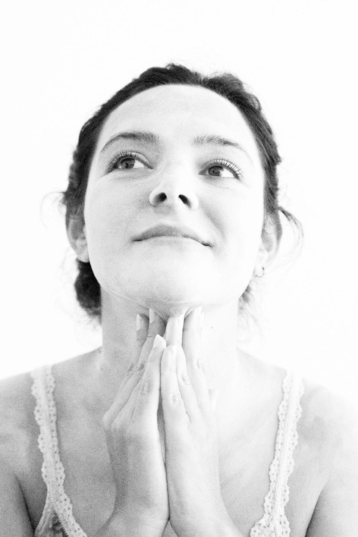 fotografía artística en blanco y negro mujer sueños